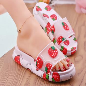 Дамски гумени чехли с апликации и дебела платформа