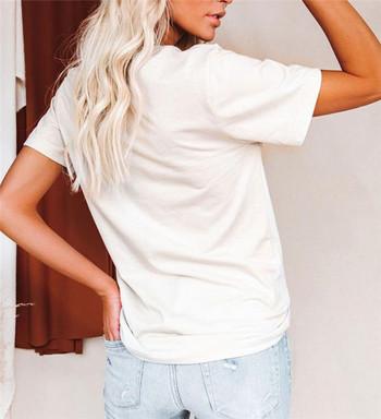 Дамска тениска в бял цвят с цветна апликация