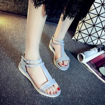 Дамски неплъзгащи се сандали с метална катарама