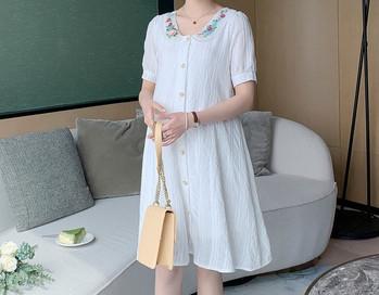 Μοντέρνο γυναικείο φόρεμα με κουμπιά και κέντημα για έγκυες γυναίκες