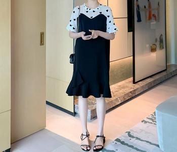 Κομψό κοντό φόρεμα με οβάλ λαιμόκοψη για έγκυες γυναίκες