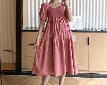 Μοντέρνο μακρύ φόρεμα με τετράγωνο ντεκολτέ για έγκυες γυναίκες