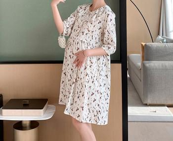 Κομψό γυναικείο κοντό φόρεμα με οβάλ ντεκολτέ και κουμπιά για έγκυες γυναίκες