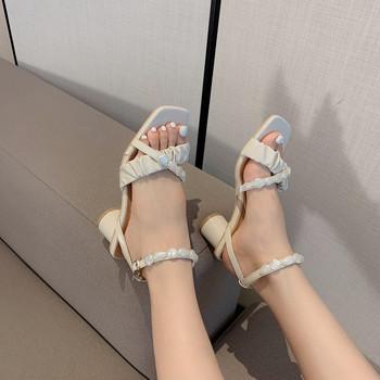 Дамски сандали с перли в бял цвят