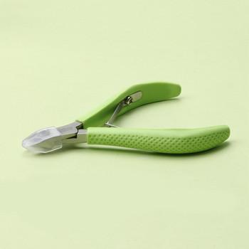 Ένα σετ πένσα και ένα εργαλείο για την ώθηση των επιδερμίδων