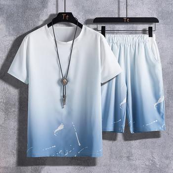 Ежедневен екип от къси панталони и тениска