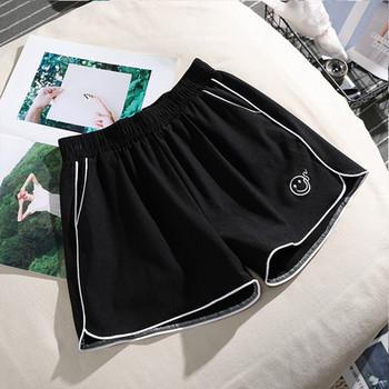 Къси дамски спортни панталони с кант и бродерия
