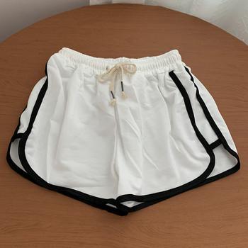 Къс дамски спортен панталон с кант и връзки