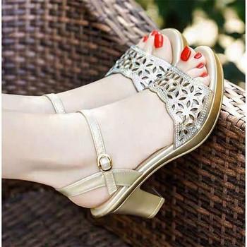 Дамски ежедневни сандали от изкуствена кожа и ток