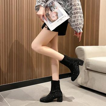 Стилни дамски боти на ток заоблен модел с декоративни камъни