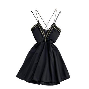 Дамска модерна рокля с дълбоко деколте и тънки презрамки