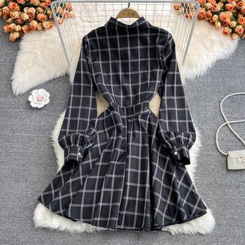 Стилна дамска рокля с копчета и класическа яка в черен цвят